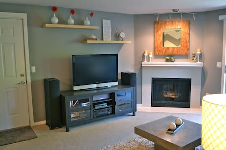Charming Downtown Kirkland Condo - Kirkland - Apartment