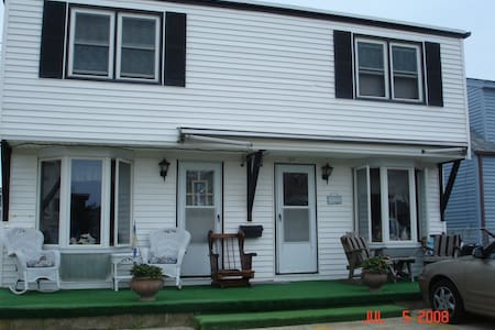 2 BR, Beach Block, second floor - Daire