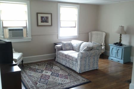 Near Salem-Beverly fall winter dates available! - Beverly - Appartement