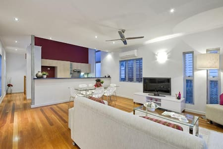 Trendy Pad in the heart of New Farm
