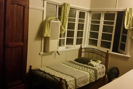 Rooms available close to Cairns CBD