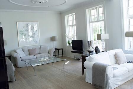 Smuk lys villalejlighed med have - Apartment