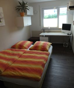 12 sqm room with separate bathroom - Höhenkirchen-Siegertsbrunn - Apartemen
