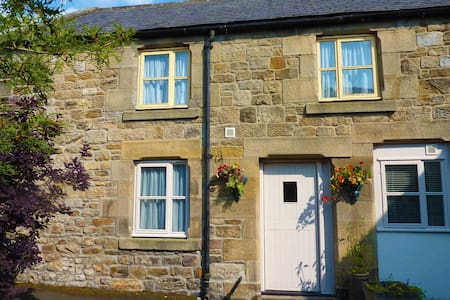 Cosy cottage just off Main Street - Casa