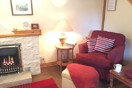 Seashell Cottage, now with WiFi. - Whitby - House