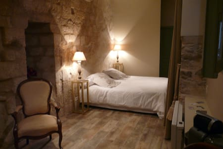 Chambre RONSARD - CH LES CAPUCINS - Lectoure - Bed & Breakfast