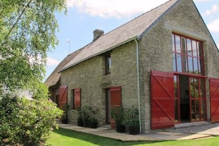 Jolie chaumière atypique en Brière - Hus