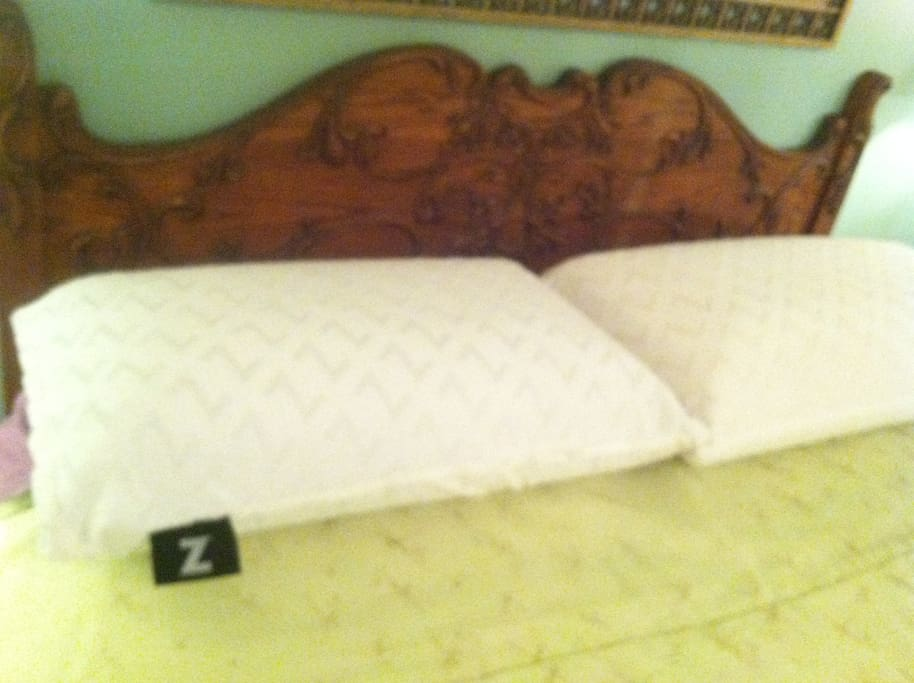 Queen Master Bed with amazing  Z-Malouf pillows!