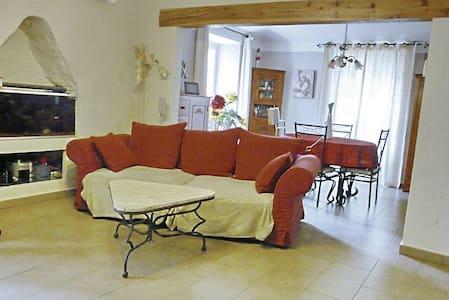 Maison de village calme proche vill - Stadswoning