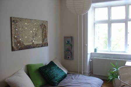 Super hyggeligt/cozy værelse/room centralt i Cph - Appartement