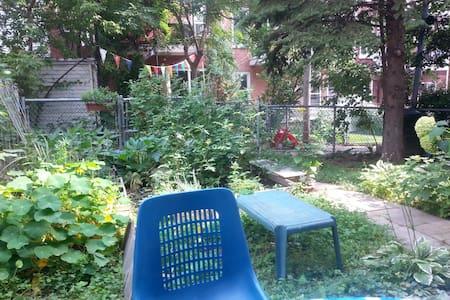 Petit nid confortable avec jardin! - Appartamento