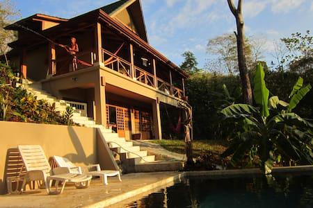 Casa de la Jungla - Tropical Chalet