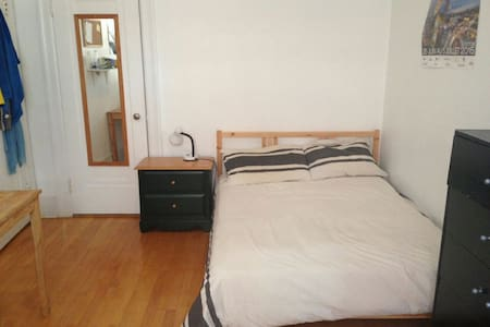 Mile end: One room in a huge appt