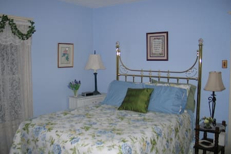 Three Oaks Guest Inn - BLUE ROOM - Valley City - Casa