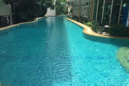convenient, quiet,big swimming pool