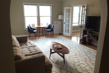 Bright spacious 1BD in Pac Heights