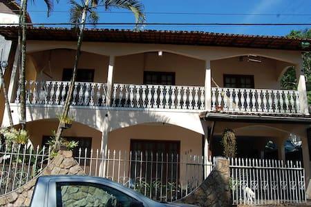 Ampla casa no centro de Domingos Martins - Domingos Martins