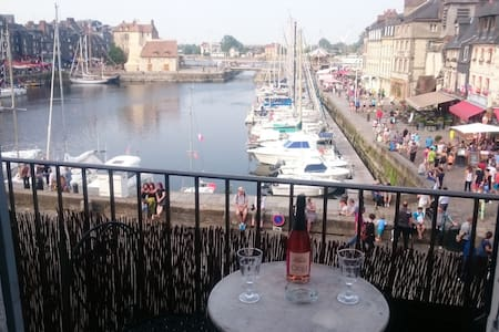 The balcony of the harbor . super center .romantic - Honfleur - Apartment