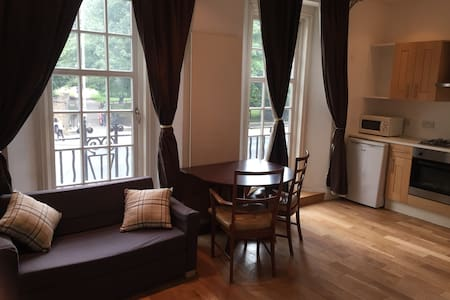 Studio overlooks Kensington Gardens - London - Apartment