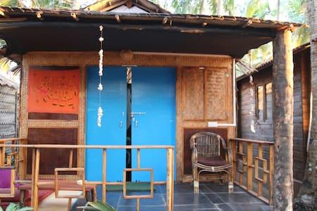 Cosy garden beach hut - Hut
