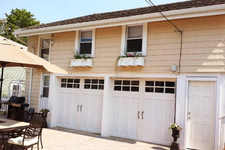 "Oceanside ""Carriage House""  style  - 公寓"