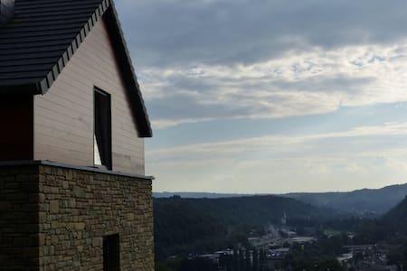La maison perchee sur sa colline... - Ház