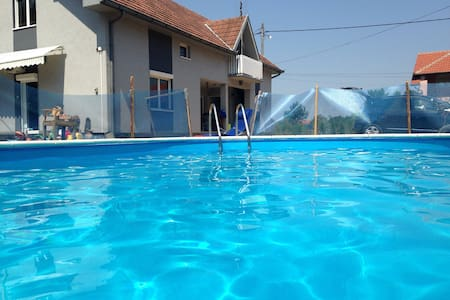 Villa Brigitte piscine 10 voyageurs - Azanja