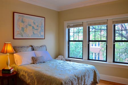 Private and Spacious Room @Lakeview