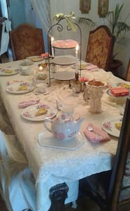 Vintage Tudor Cottage - Tooele - 住宿加早餐