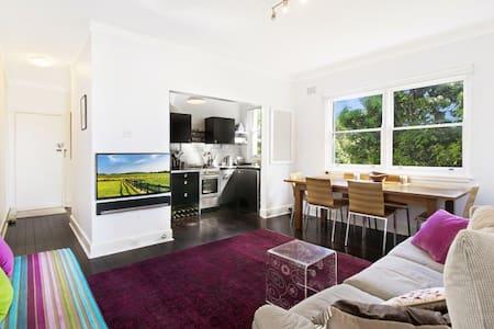 Queen bedroom in beautiful Bronte - Bronte - Apartamento