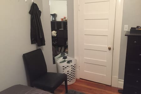 Clean Comfy Bedroom in SOMA - San Francisco - Apartment