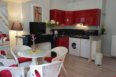 The Red one -Comfortable & Terrasse