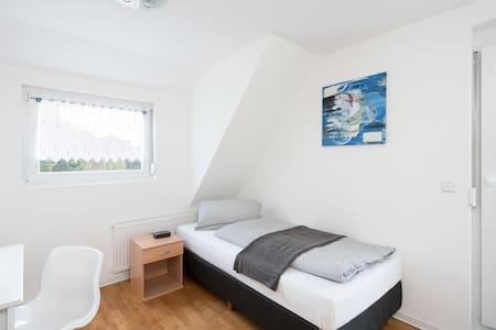 Modernes Privatzimmer im Gästehaus Stoll (3) - Filderstadt - Apartament