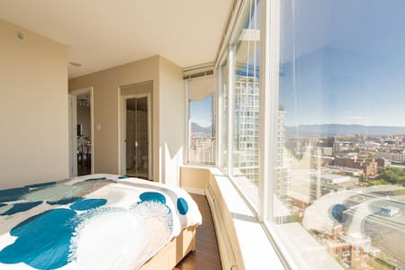 Luxury Living in Heart of Downtown