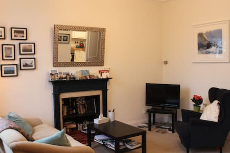Warm, spacious and bright 1 bedroom