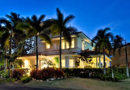 High End Beachfront House - Villa