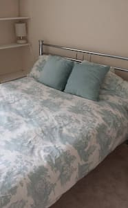 1 Double Room - Near A3 and A27 (Goodwood 35 mins) - Maison