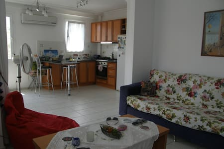 Bright and Clean Apartment in Downtown - Fethiye - Lejlighed