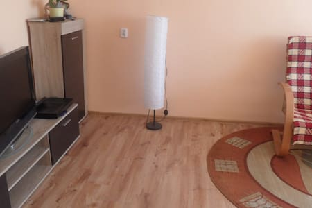 2 large rooms, bedrooms, kitchen, bathroom . Location: Gdańsk - Wrzeszcz price 95 zł day  weekend 170zł  places to sleep 4 beach about 3km Gdansk city center 3km close to shop, public transport , the Baltic Gallery , pharmacy,