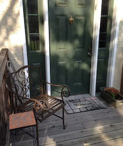 Sweet space. Private deck & entry. - Cherry Hill - Hus