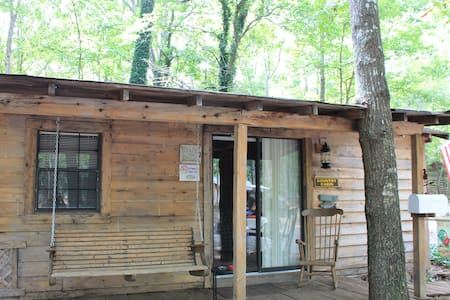 Country Cabin at Campground - Cabane
