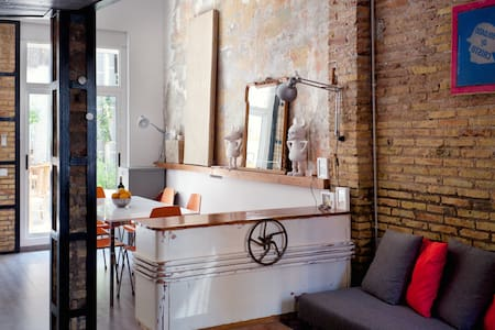 Charming & arty recycled-style loft - Valence