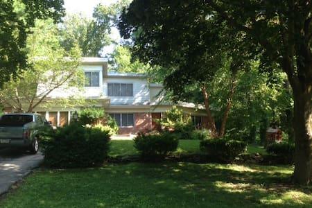 Suburban home near philadelphia - Bala Cynwyd - House