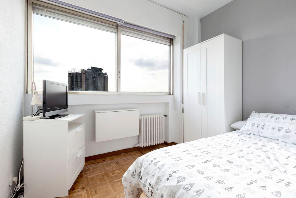 Habitaci n madrid cerca bernabeu apartments for rent in for Habitacion cuadruple madrid