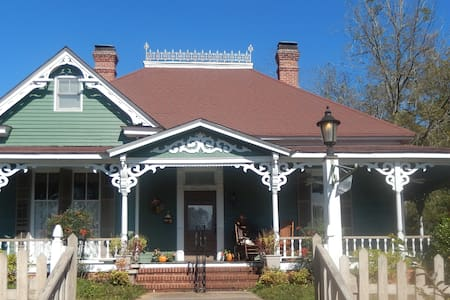1880 Victorian in the countryside - Bed & Breakfast