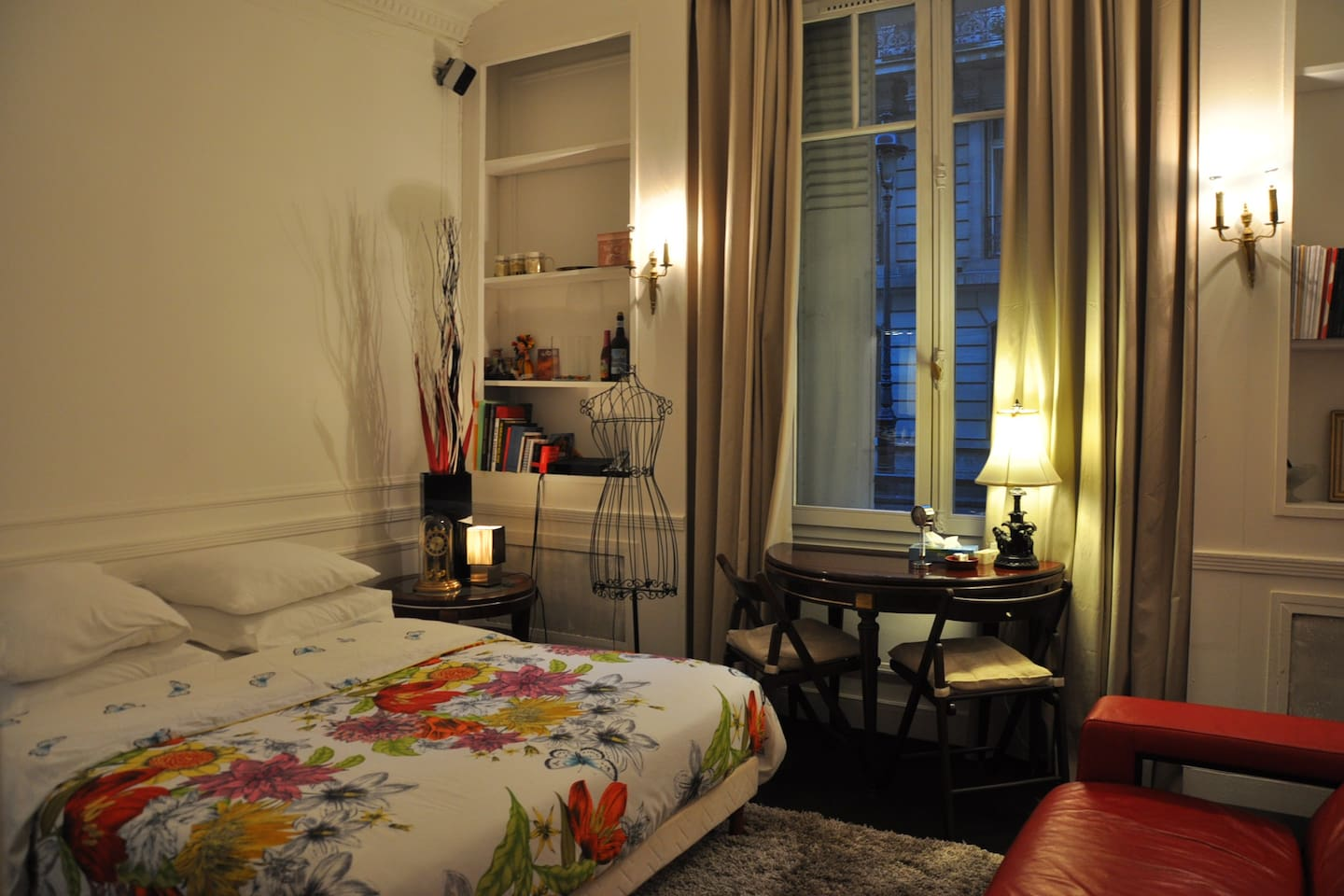 Champs Elysees Exceptional Location
