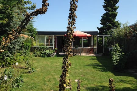 cosy work/retreat/temporary stay house near sea - Sint Maartensvlotbrug - Blockhütte
