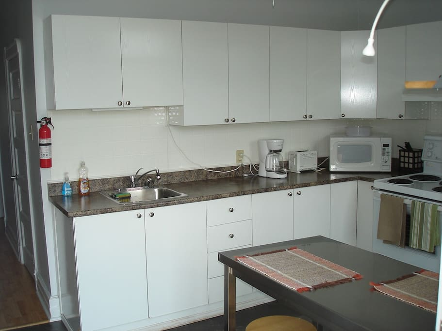 Bel appartement meubl tout inclus apartments for rent for Appartement meuble a montreal