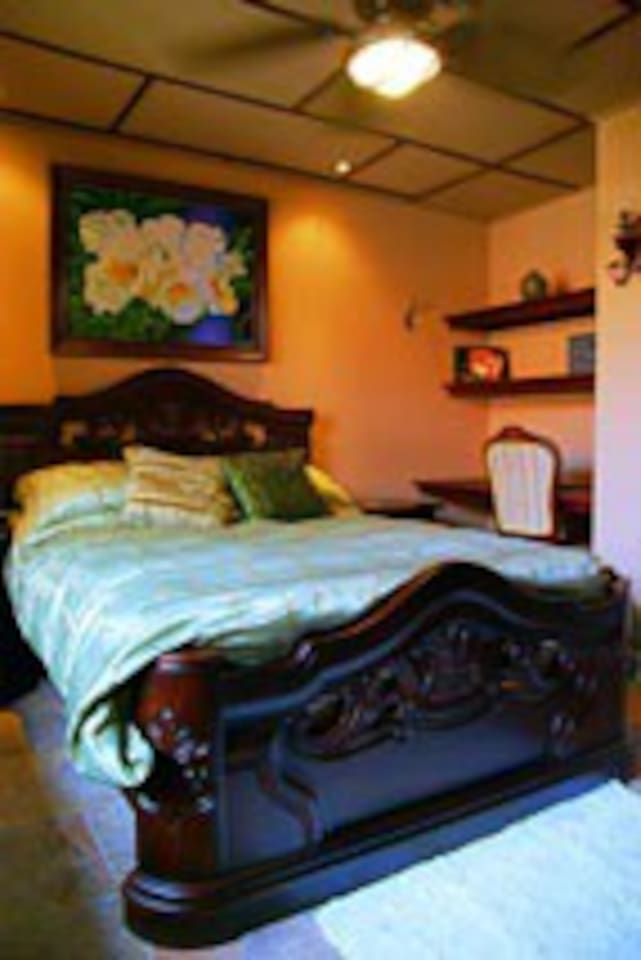 Rooms with hand carved exotic wood, wifi, TV, bar fridge and comforts of home, fan and original local art