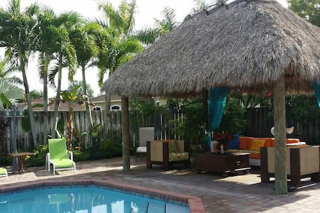 Tiki Hut Paradise BnB 2 - Bed & Breakfast